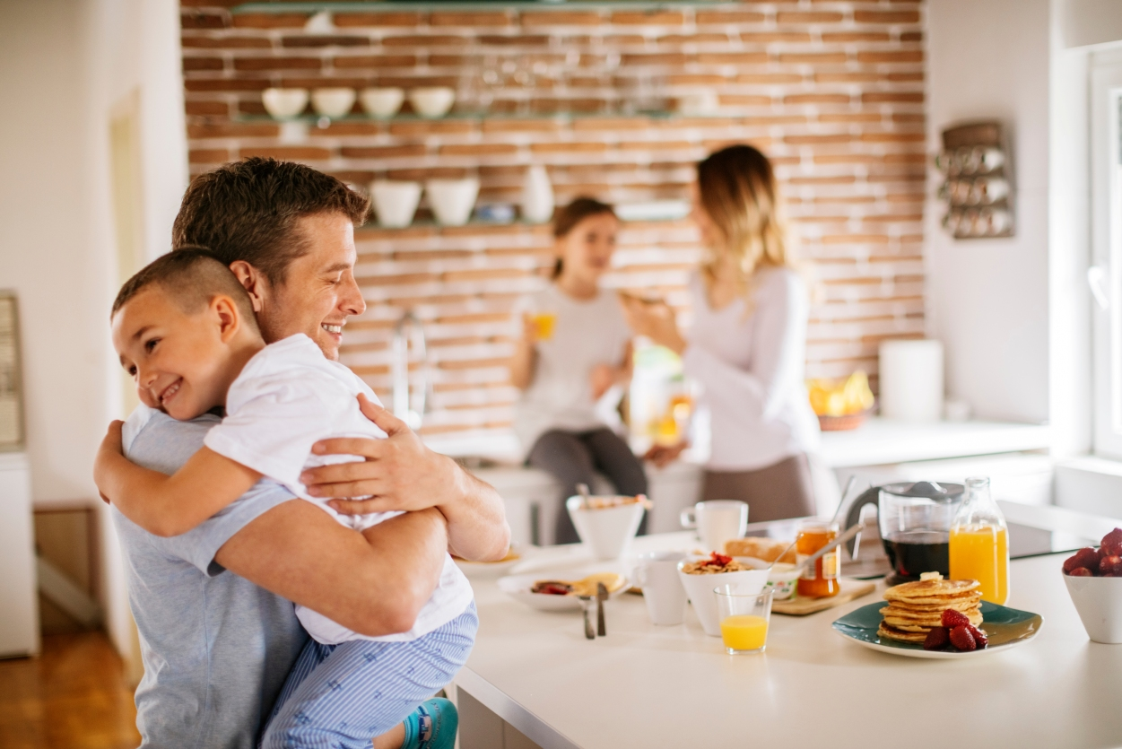 Mortgage Lending-Family in the kitchen